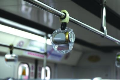 تبلیغات بر روی دستگیره های مترو و اتوبوس ها